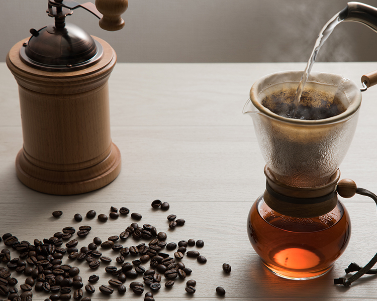 การชงกาแฟแบบใช้แรงโน้มถ่วง